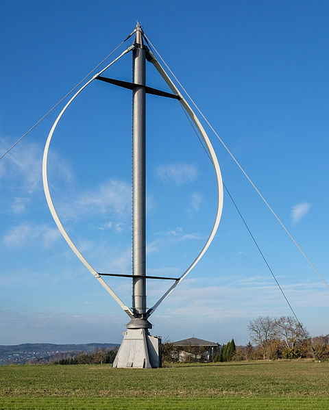 Darrieus-Rotor in der klassischen Bauform.